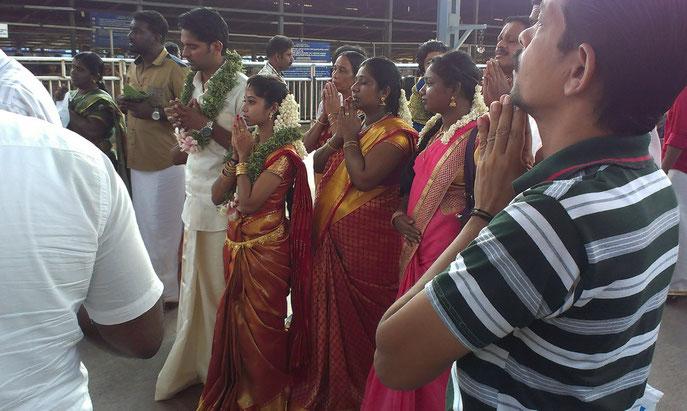Zeremonie am Hindutempel